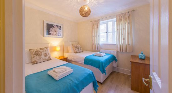 Looking-for-a-lovely-modern-apartment-in-Richmond-or-Twickenham?-why-not-book-our-lovely-Richmond-Corporate-Apartment.-Call-Urban-Stay-today-for-great-rates