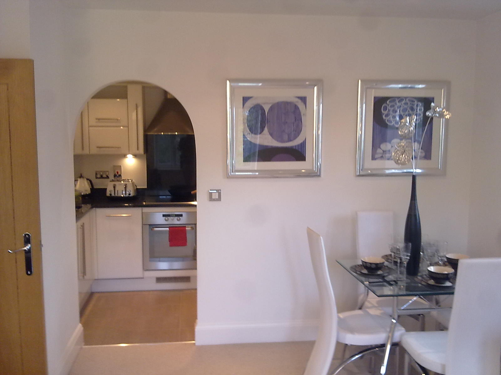 Looking-for-affordable-apartments-in-Richmond?-why-not-book-our-lovely-Richmond-Shortlet-Apartment-today.-Call-Urban-Stay-now-for-great-rates.