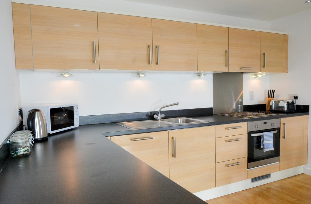 Serviced Apartments Woking available now! Book Surrey Short Lets at The Centrium, with Free WiFi, Weekly Housekeeping & A Private Balcony! Call:0208 6913920