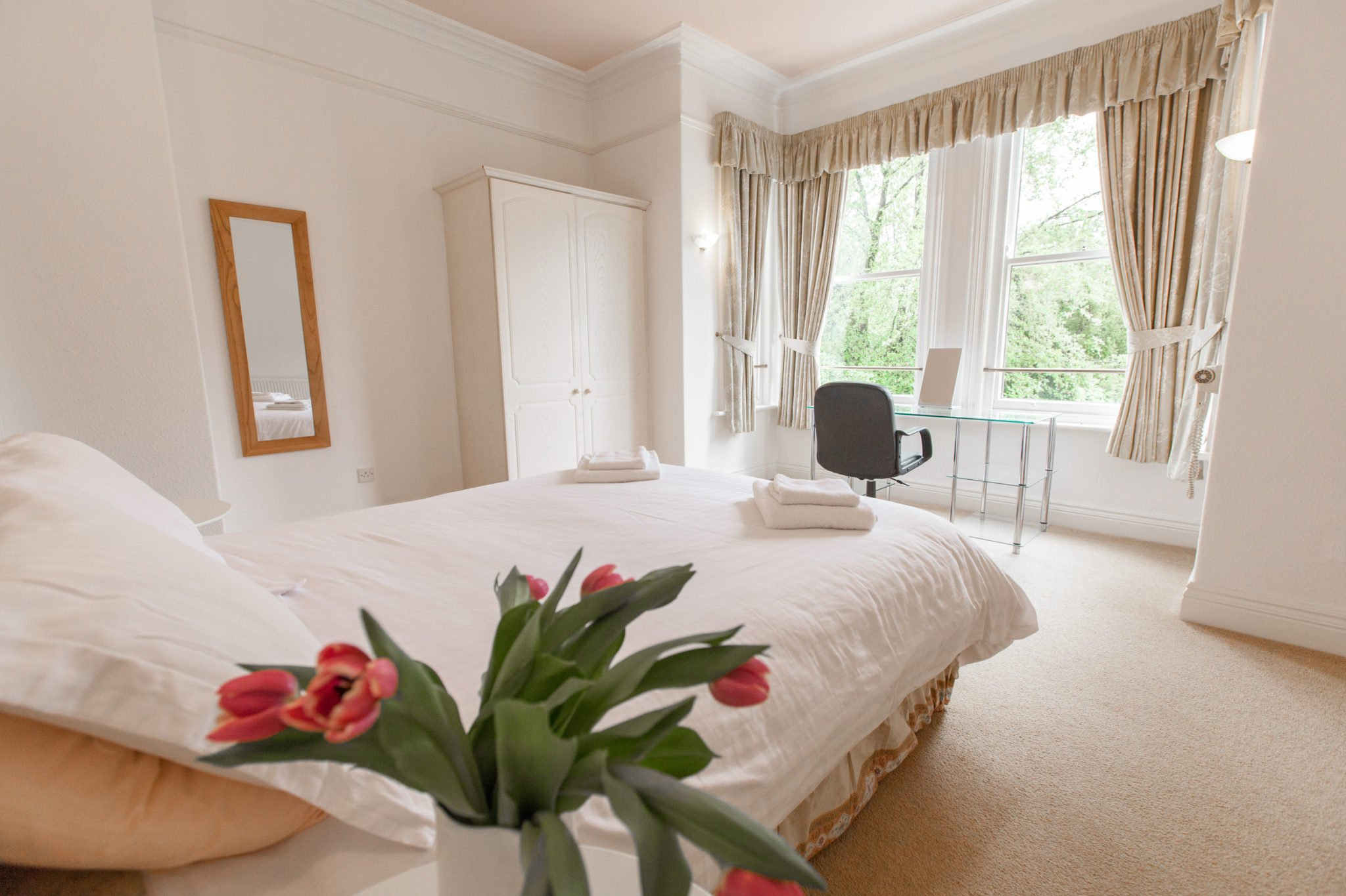 Gawsworth-Main-Bedroom-(1)