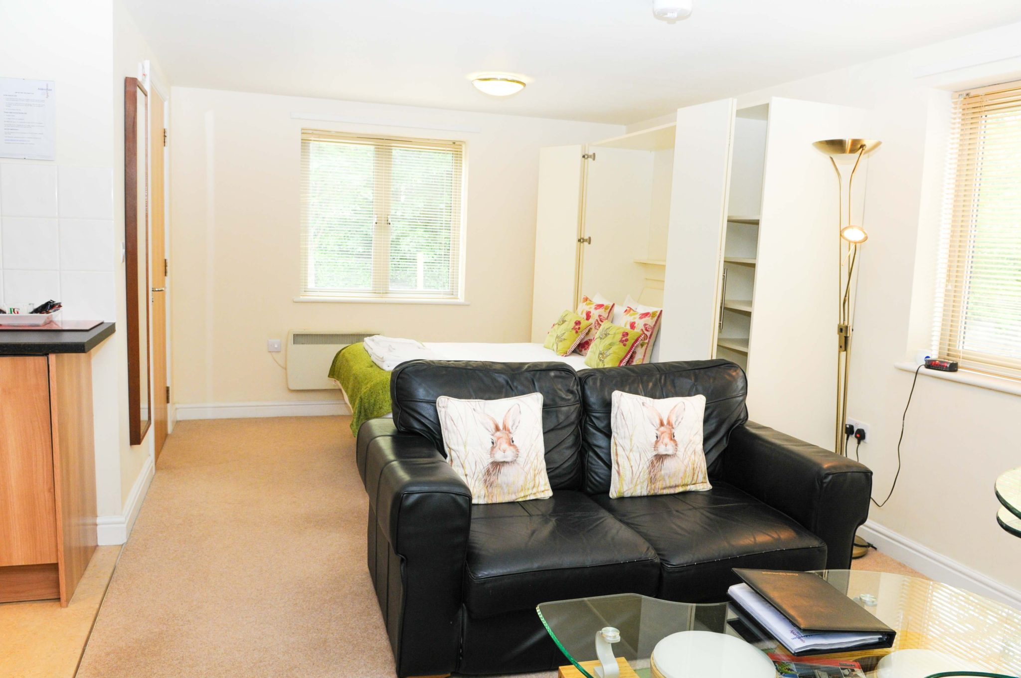 Bristol-Serviced-Accommodation-UK-|-Cheap-Cotham-Lawn-Apartments-|-Free-Wi-Fi|-Fully-Equipped-Kitchen-|-Parking-|0208-6913920|-Urban-Stay