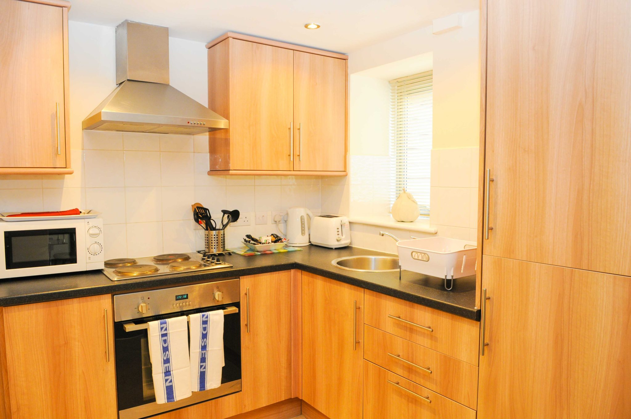 Bristol-Serviced-Accommodation-UK-|-Cheap-Cotham-Lawn-Apartments-|-Free-Wi-Fi|-Fullt-Equipped-Kitchen-|-Parking-|0208-6913920|-Urban-Stay