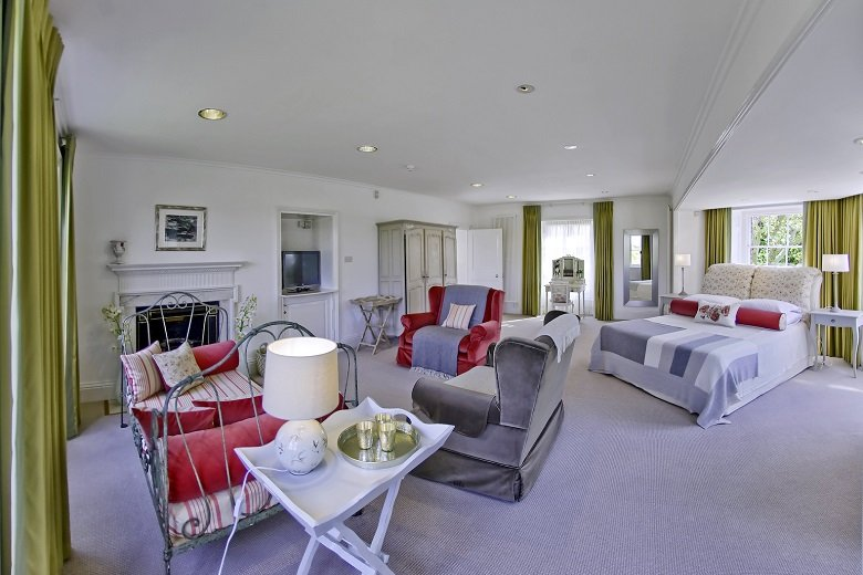 Looking-for-affordable-accommodation-in-Kingston-or-Hampton-Court?-why-not-book-our-lovely-Hampton-Court-Apartments.-Call-today-for-great-rates.Looking-for-affordable-accommodation-in-Kingston-or-Hampton-Court?-why-not-book-our-lovely-Hampton-Court-Apartments.-Call-today-for-great-rates.
