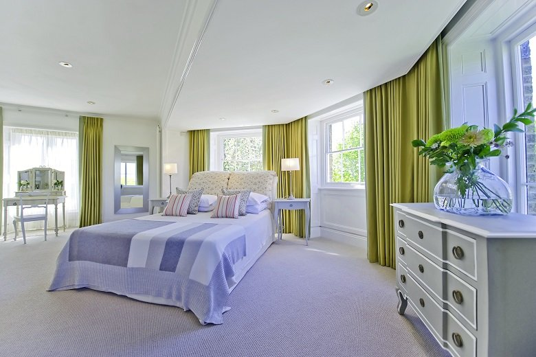 Looking-for-affordable-accommodation-in-Kingston-or-Hampton-Court?-why-not-book-our-lovely-Hampton-Court-Apartments.-Call-today-for-great-rates.