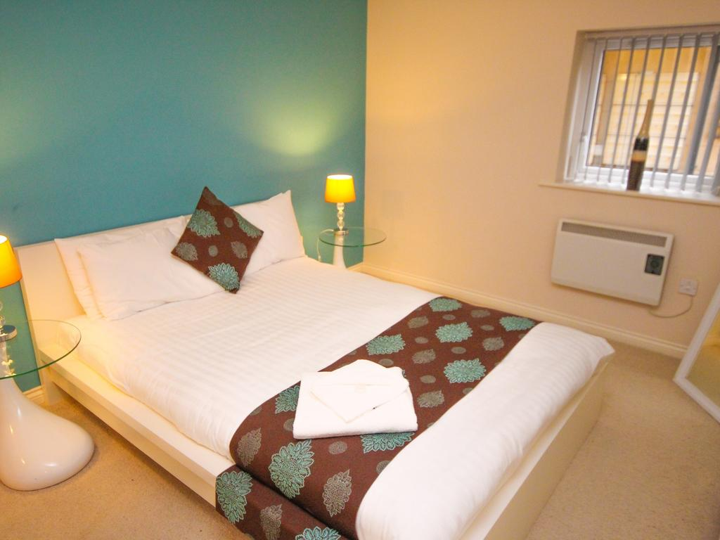 Self-Catering-Accommodation-Newcastle-UK-available-Now!-Book-Serviced-Apartments-in-Gosforth-Newcastle-near-Golf-Clubs!-Book-now---Cheaper-than-a-Hotel!