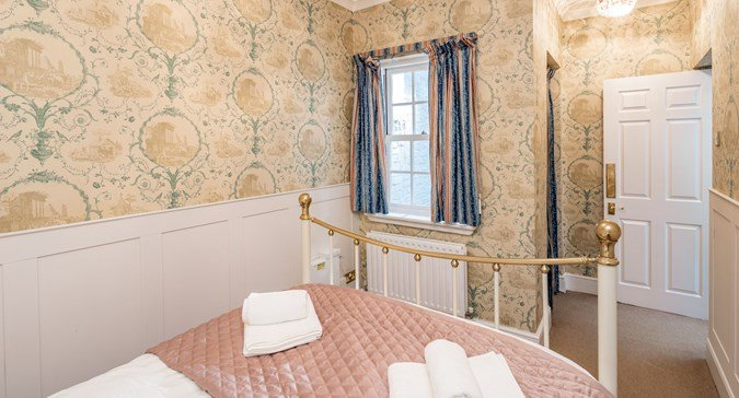 Serviced-Apartments-Central-London- Stylish-Short-Let-Apartments- -Free-Wifi- -Fully-Equipped-Kitchen- -Private-Balcony- 0208-6913920 -Urban-Stay