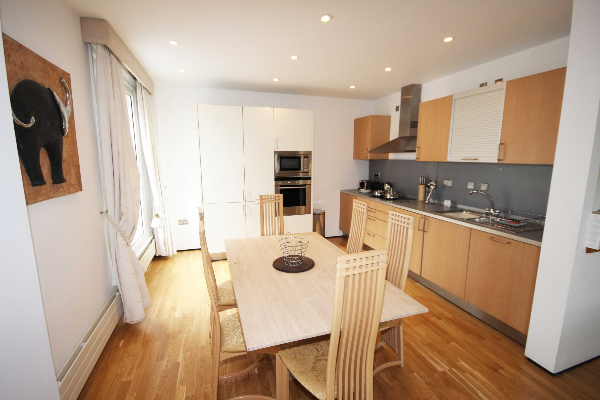 Newcastle-Short-Let-Apartments-UK-available-Now!-Book-Corporate-Serviced-Accommodation-in-North-East-England-today!-Parking,Wifi,-5*-Service,-All-bills-incl-|-Urban-Stay