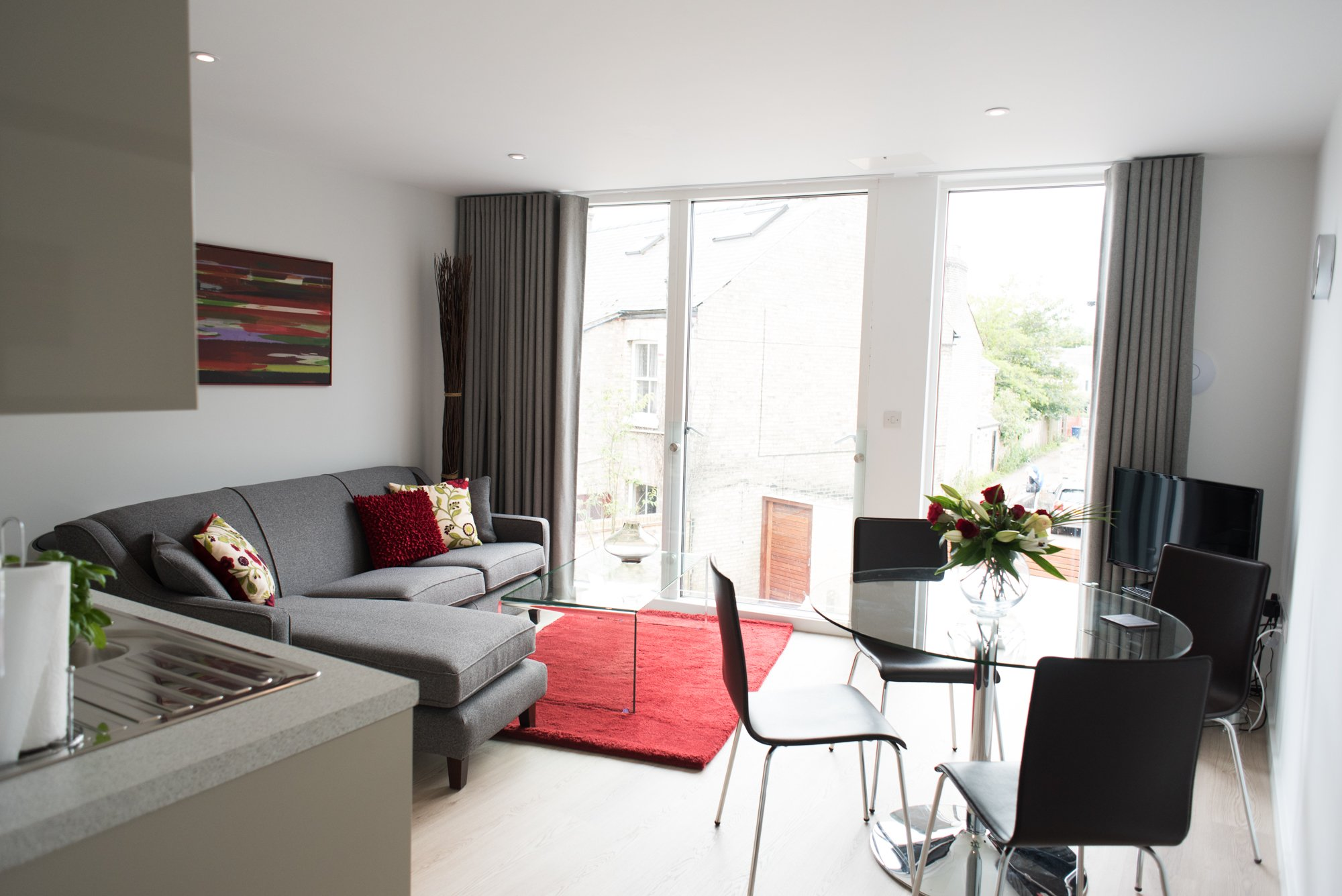 Looking-for-affordable-apartments-in-Cambridge?-why-not-book-our-Chesterton-Corporate-Apartments-at-Trafalgar-Road.-Call-today-for-great-rates.