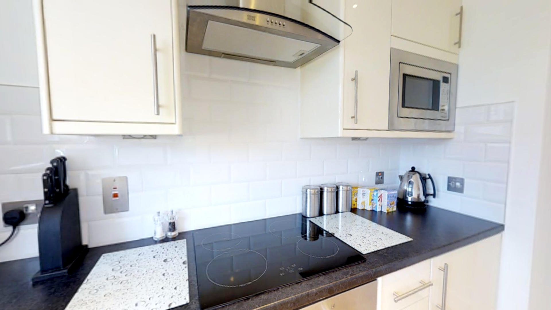 Looking-for-affordable-apartments-near-Cambridge-University?-why-not-book-our-lovely-Cambridge-University-Apartments.-Call-today-for-great-rates.