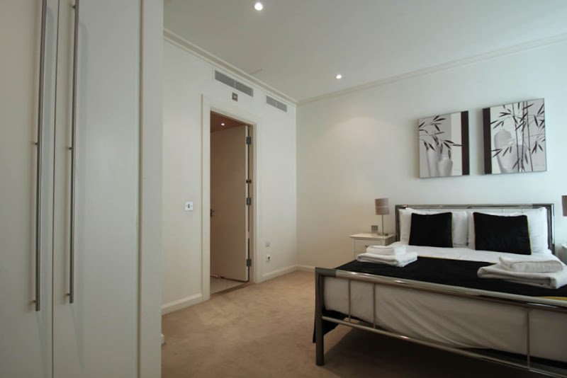 Looking-for-affordable-apartments-in-Canary-Wharf.-Why-not-book-our-South-Quay-Apartments-at-Baltimore-Wharf.-Call-today-for-great-rates.