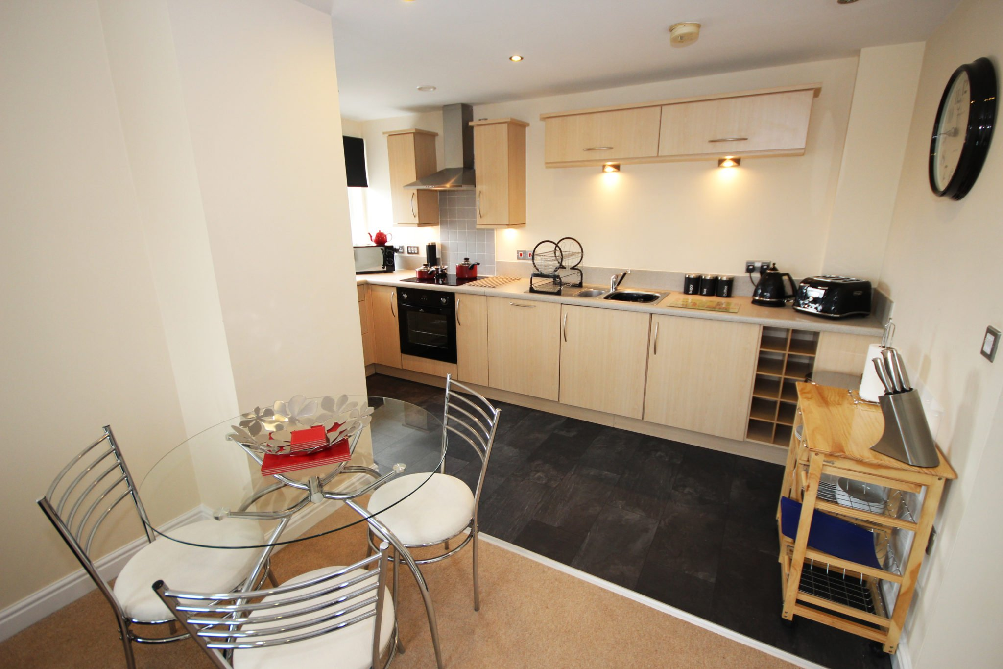 Short-Lets-Newcastle-UK-available-Now!-Book-Serviced-Apartments-in-Central-Newcastle-with-free-Wifi,-Cleaning,-Lift,-24h-Reception-&-All-Bills-Incl!-30%-Off-|-Urban-Stay