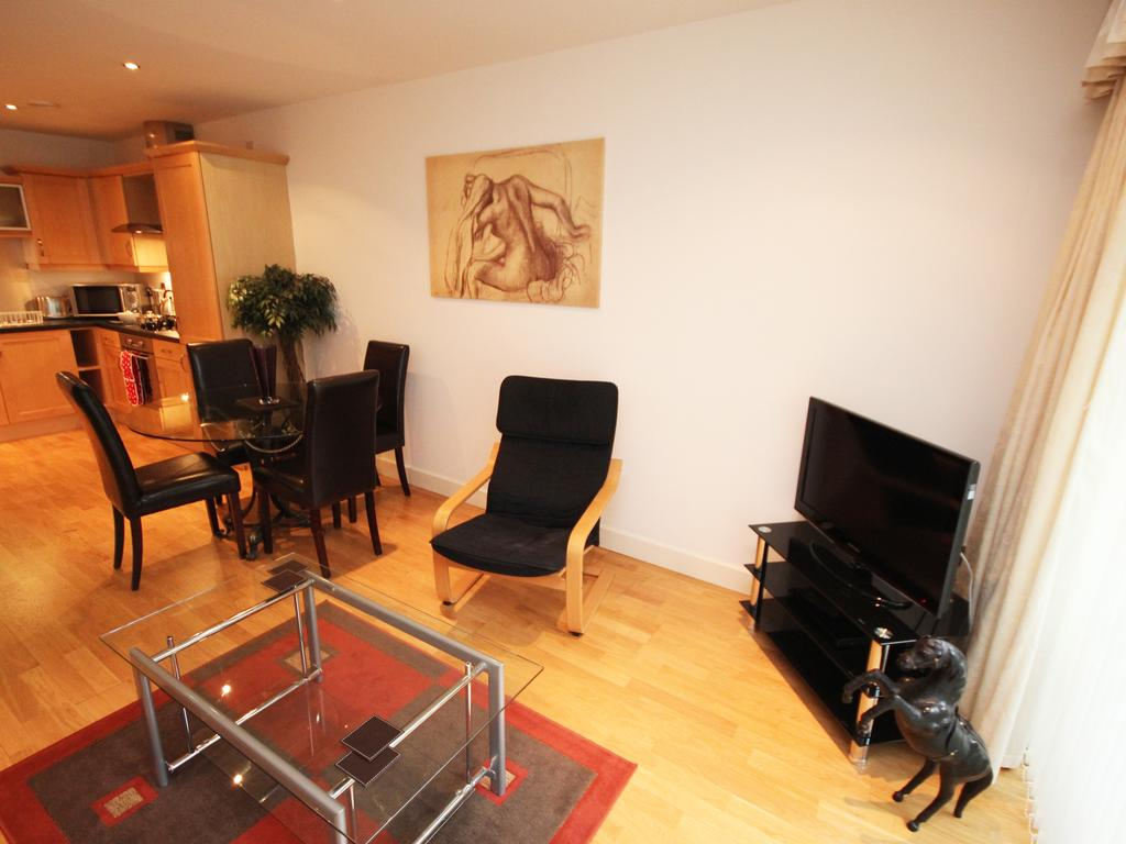 Holiday-Accommodation-Newcastle-UK-available-Now!-Book-Serviced-Apartments-in-Gosforth-Newcastle-near-Golf-Clubs-&-Shops!-Book-now---Cheaper-than-a-Hotel!
