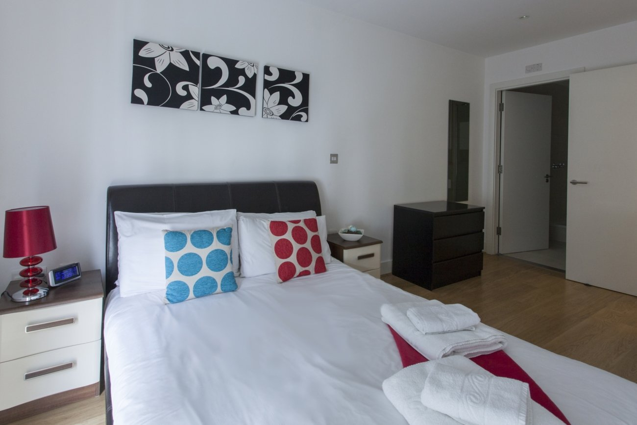 Looking-For-Lovely-Apartments-In-Aldgate?-why-not-book-our-lovely-Aldgate-Corporate-Accommodation-at-Hooper-Street?-call-today-for-great-rates.