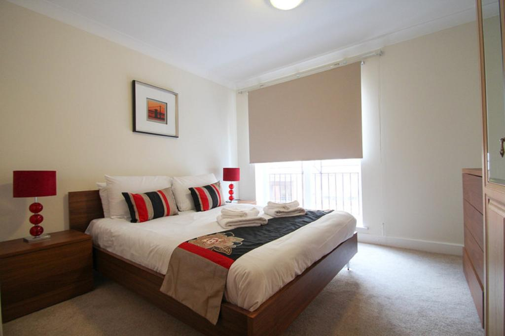 Looking-for-affordable-apartments-in-the-City?-why-not-book-our-Bank-Serviced-Accommodation-on-High-Timber-Street?-call-today-for-great-rates.