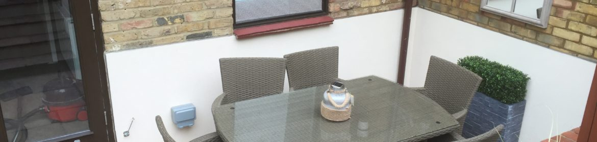 Serviced Accommodation Hertfordshire available now! Book cheap Short Let Apartments in the heart of Harpenden with 24/7 check-in, Courtyard Garden & Fully equipped Kitchen now!