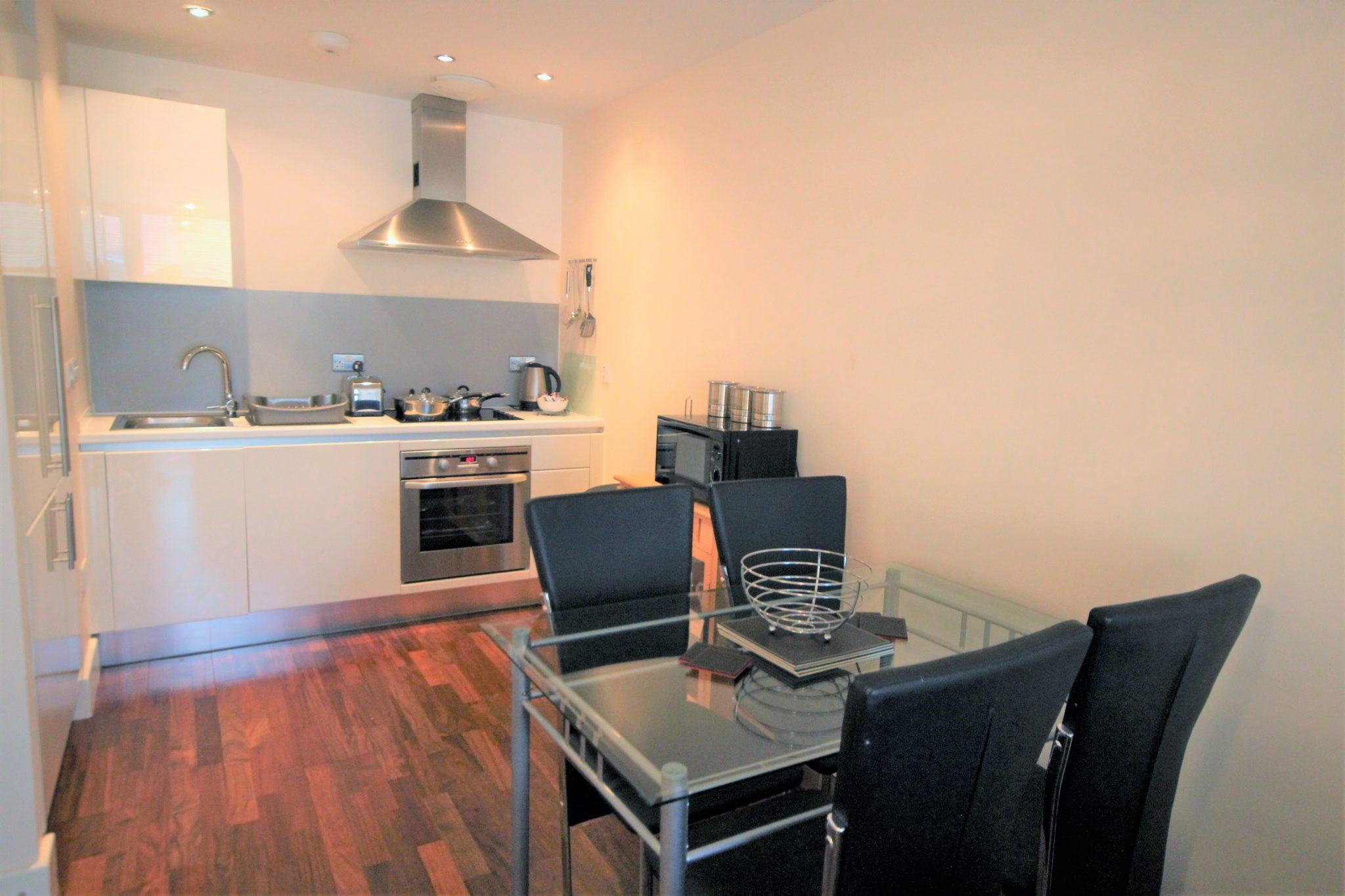 Modern-NewcastleShort-Stay-Apartments-available-from-today!-Book-Central-Newcastle-Accommodation-+-Wifi-+-Balcony,-incl-All-Bills-&-Fees!-Call:-02086913920-|-Urban-Stay