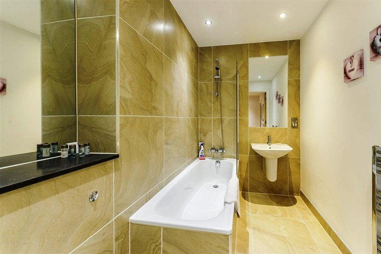 Looking-for-affordable-apartments-near-the-City?-why-not-book-our-London-Bridge-Corporate-Apartments-at-Tooley-Street.-Call-today-for-great-rates.