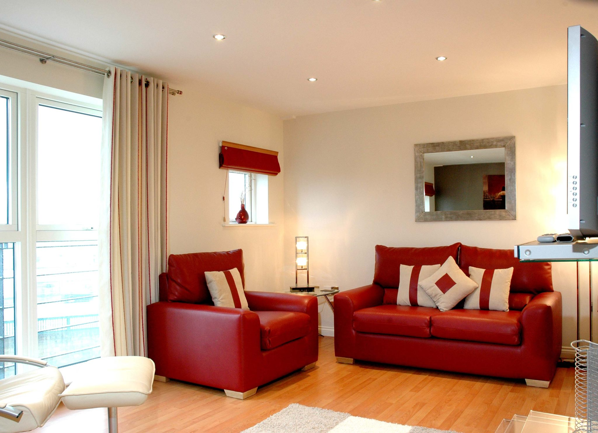 Book-Newcastle-Serviced-Accommodation-today-at-Low-Cost!-Curzon-Place-Apartments-offer-modern-Short-Lets-in-North-East-England!-Free-WIFI-&-Parking!-Urban-Stay