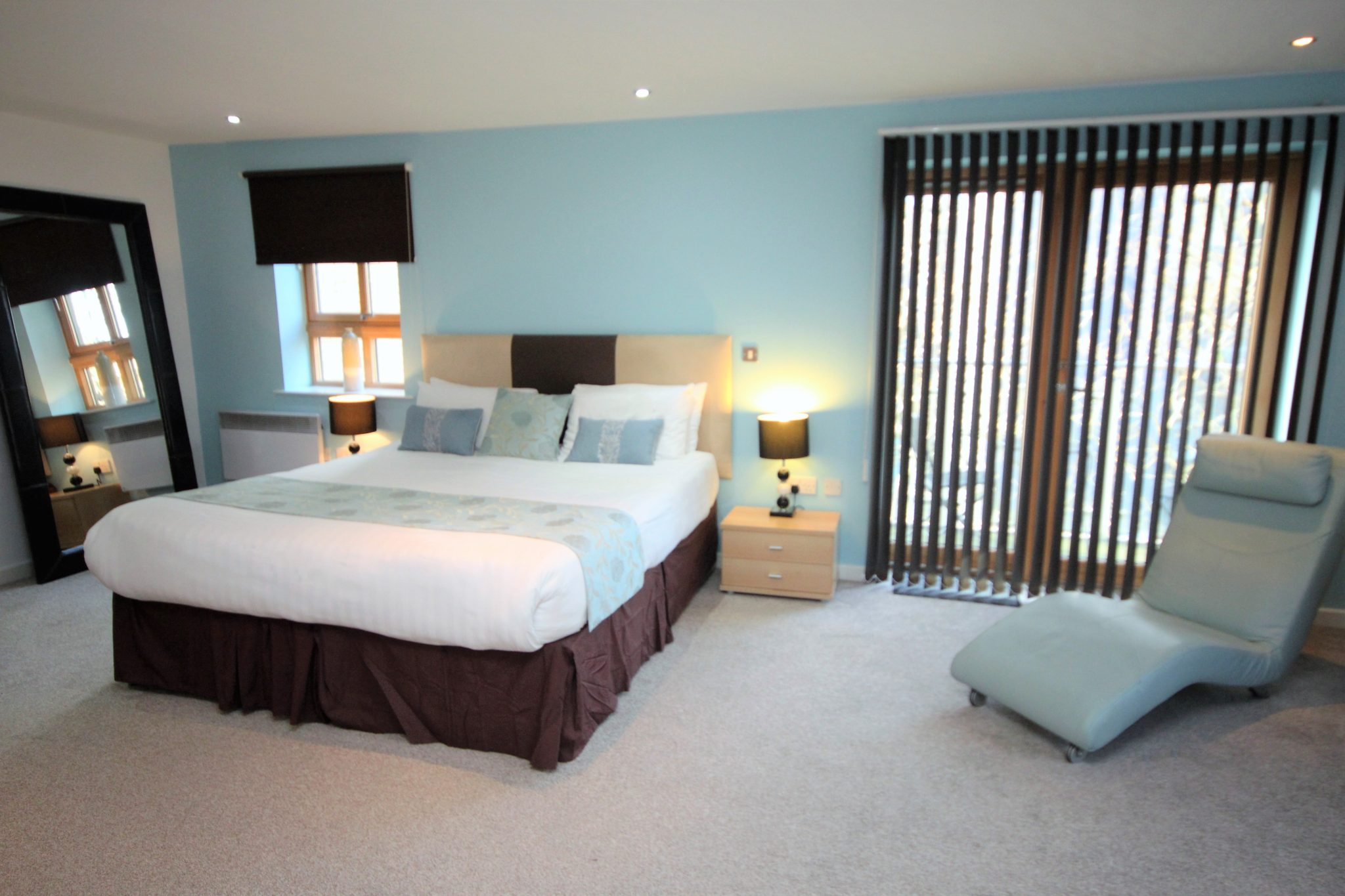 Book-NewcastleShort-Lets-in-the-City-Centre-Now!-Our-Corporate-Serviced-Apartments-have-free-Wifi,-Cleaning,-Lift,-Parking-&-are-Wheelchair-Accessible!-Urban-Stay