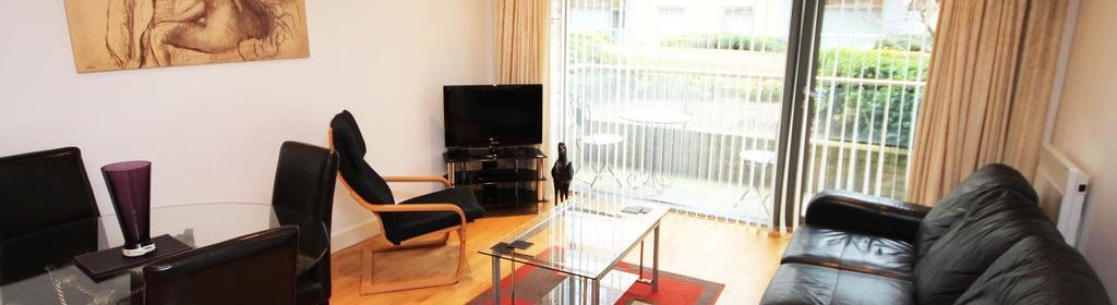 Holiday Accommodation Newcastle UK available Now! Book Serviced Apartments in Gosforth Newcastle near Golf Clubs & Shops! Book now - Cheaper than a Hotel!