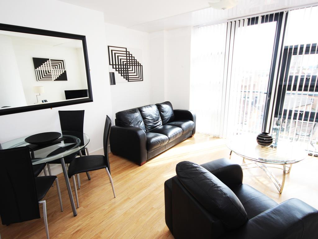 Serviced-Accommodation-Newcastle-Uk-Short-Let-Central-Apartments-Near-Newastle-United-Stadium-For-Short-Lets-&-Relocation-Urban-Stay-10