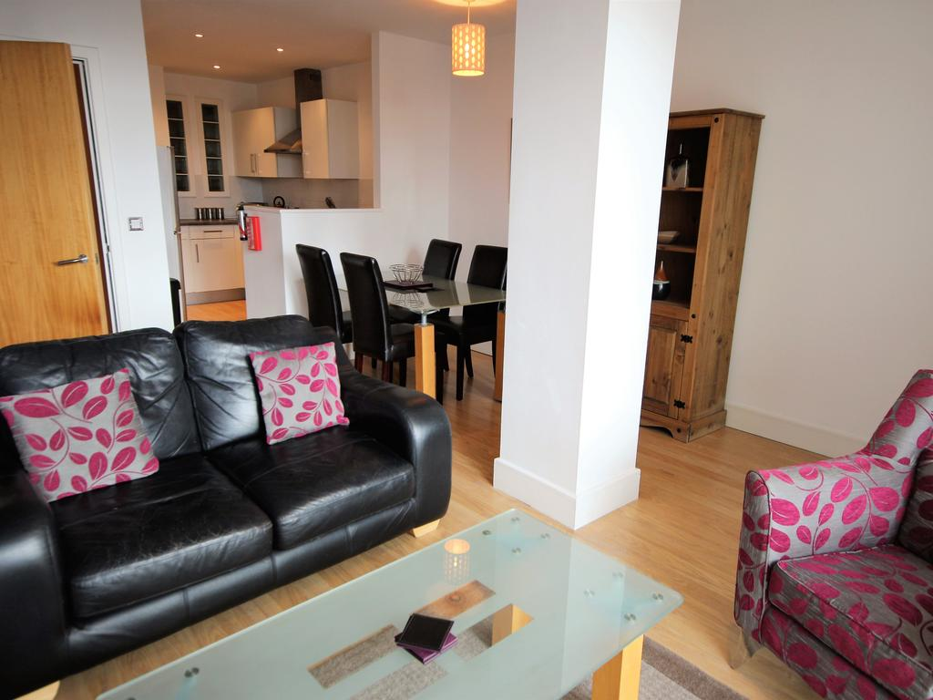 Serviced-Accommodation-Newcastle-Uk-Short-Let-Central-Apartments-Near-Newastle-United-Stadium-For-Short-Lets-&-Relocation-Urban-Stay-11