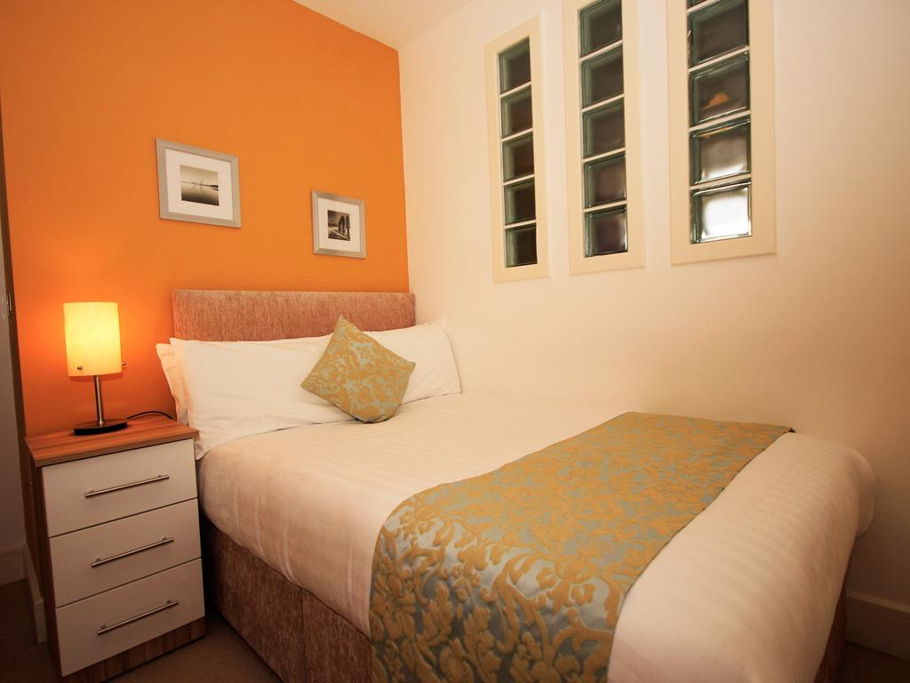 Serviced-Accommodation-Newcastle-Uk-Short-Let-Central-Apartments-Near-Newastle-United-Stadium-For-Short-Lets-&-Relocation-Urban-Stay-12