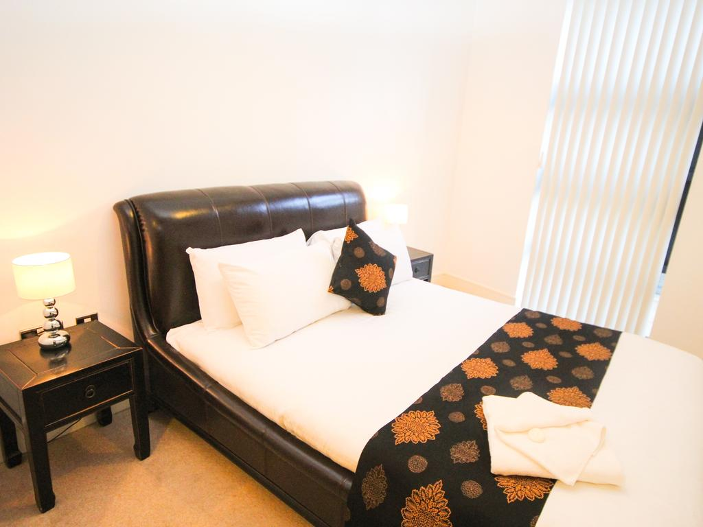 Serviced-Accommodation-Newcastle-Uk-Short-Let-Central-Apartments-Near-Newastle-United-Stadium-For-Short-Lets-&-Relocation-Urban-Stay-14