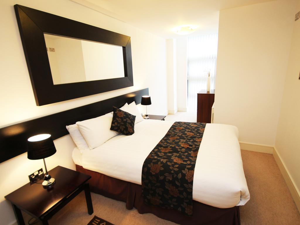 Serviced-Accommodation-Newcastle-Uk-Short-Let-Central-Apartments-Near-Newastle-United-Stadium-For-Short-Lets-&-Relocation-Urban-Stay-15