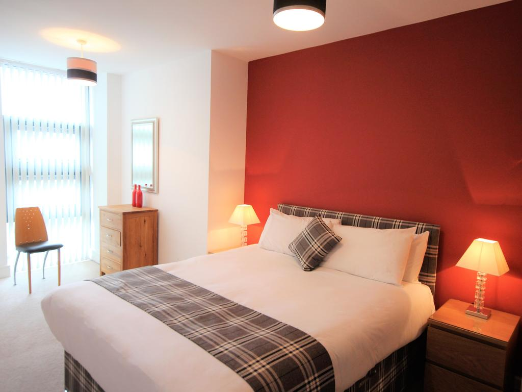 Serviced-Accommodation-Newcastle-Uk-Short-Let-Central-Apartments-Near-Newastle-United-Stadium-For-Short-Lets-&-Relocation-Urban-Stay-16