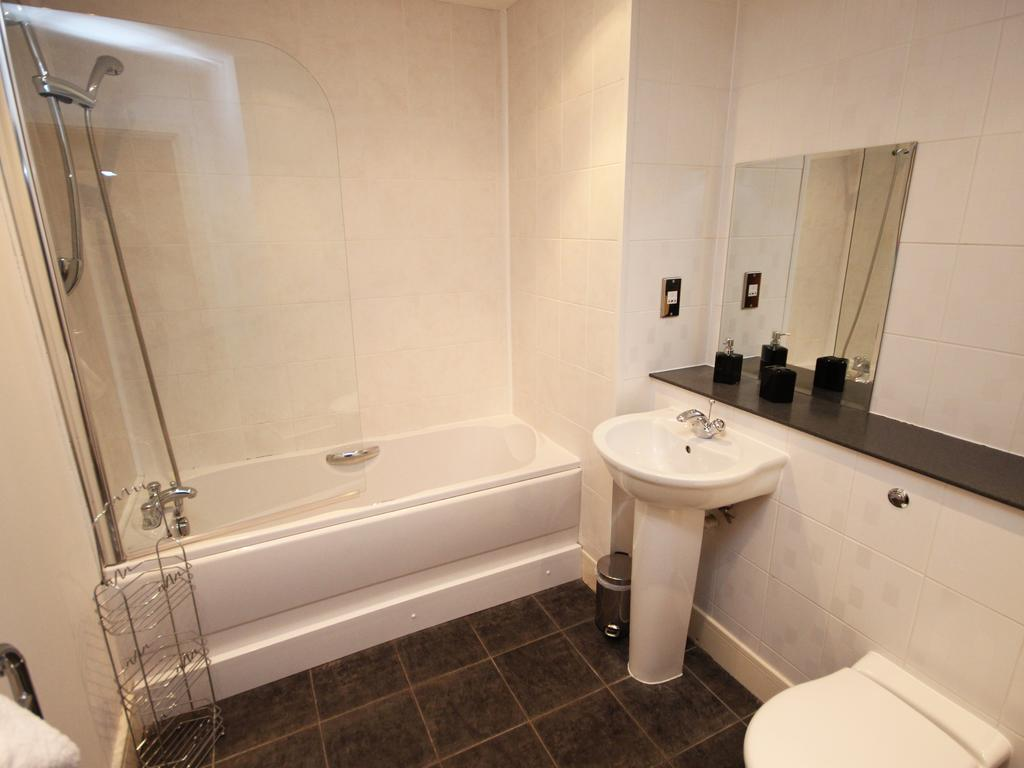 Serviced-Accommodation-Newcastle-Uk-Short-Let-Central-Apartments-Near-Newastle-United-Stadium-For-Short-Lets-&-Relocation-Urban-Stay-17