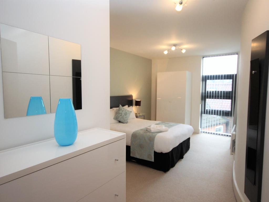 Serviced-Accommodation-Newcastle-Uk-Short-Let-Central-Apartments-Near-Newastle-United-Stadium-For-Short-Lets-&-Relocation-Urban-Stay-5