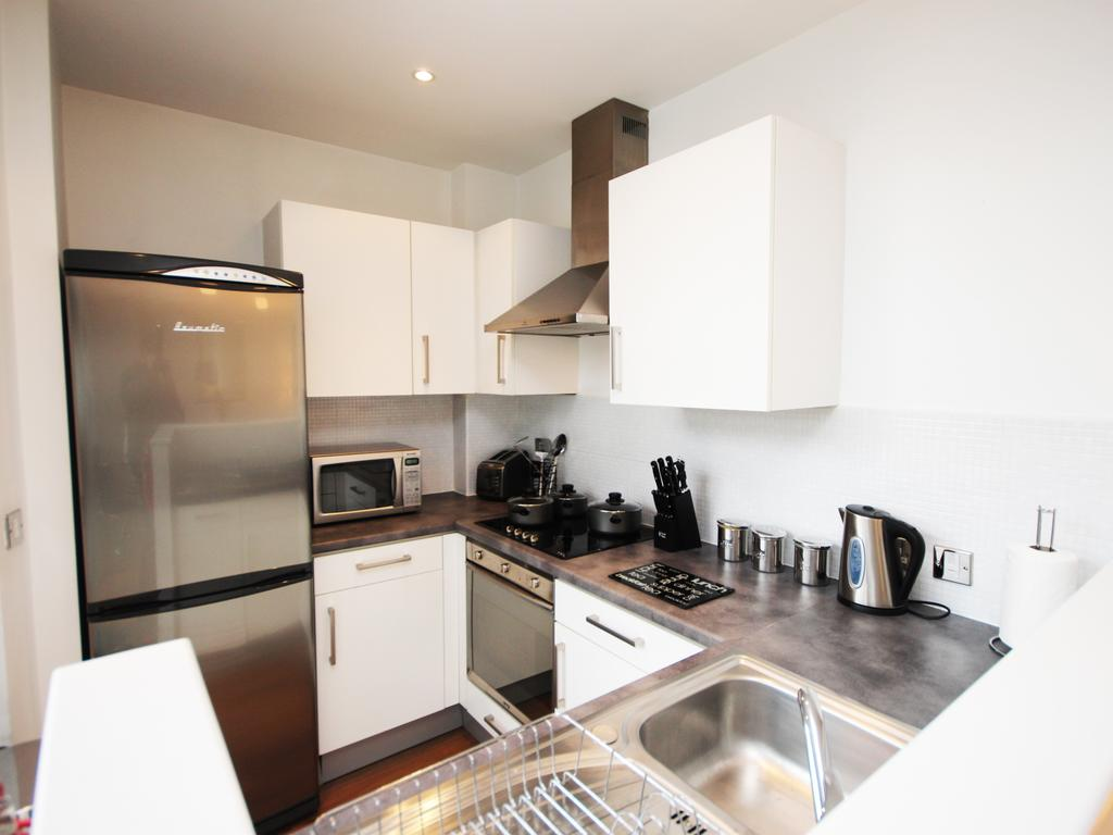 Serviced-Accommodation-Newcastle-Uk-Short-Let-Central-Apartments-Near-Newastle-United-Stadium-For-Short-Lets-&-Relocation-Urban-Stay-6