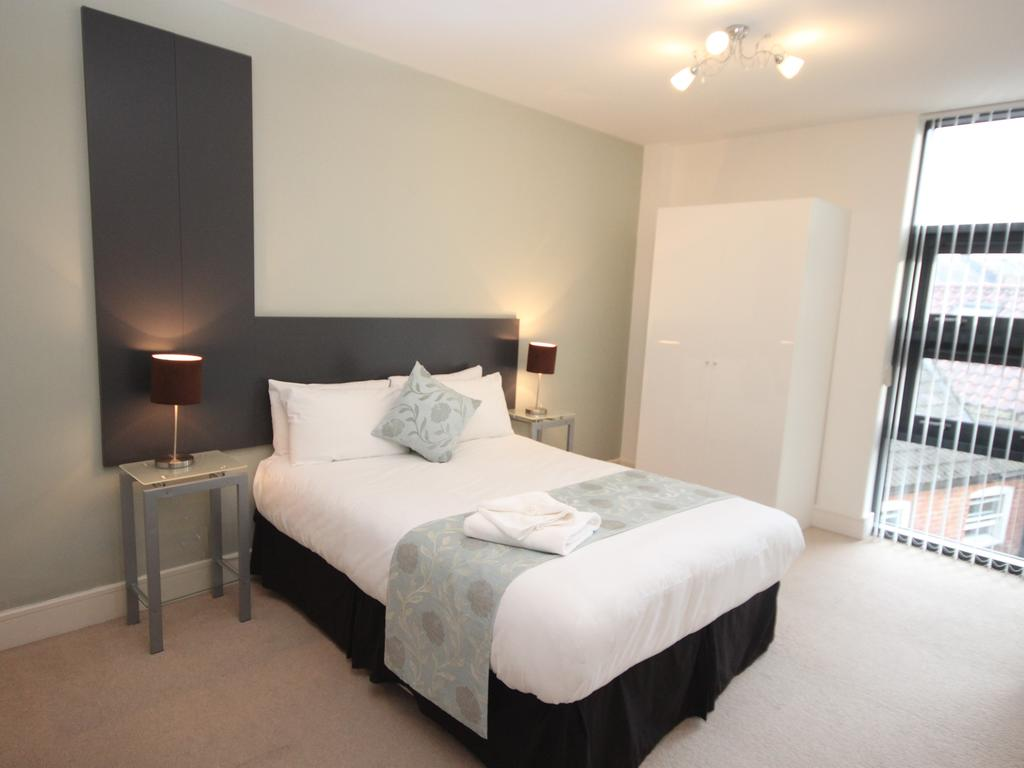 Serviced-Accommodation-Newcastle-Uk-Short-Let-Central-Apartments-Near-Newastle-United-Stadium-For-Short-Lets-&-Relocation-Urban-Stay-7