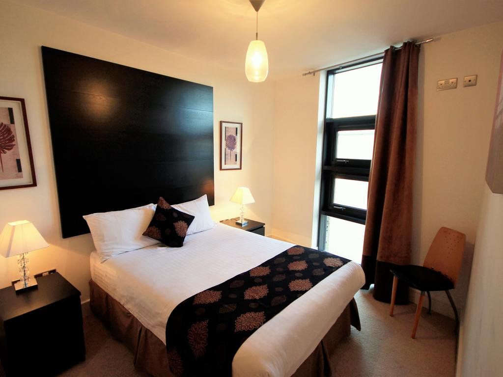 Serviced-Accommodation-Newcastle-Uk-Short-Let-Central-Apartments-Near-Newastle-United-Stadium-For-Short-Lets-&-Relocation-Urban-Stay-8