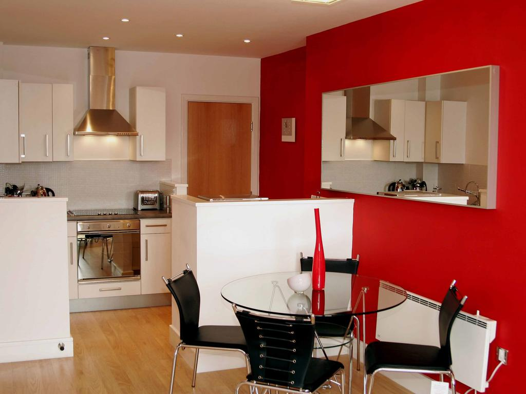 Serviced-Accommodation-Newcastle-Uk-Short-Let-Central-Apartments-Near-Newastle-United-Stadium-For-Short-Lets-&-Relocation-Urban-Stay-9