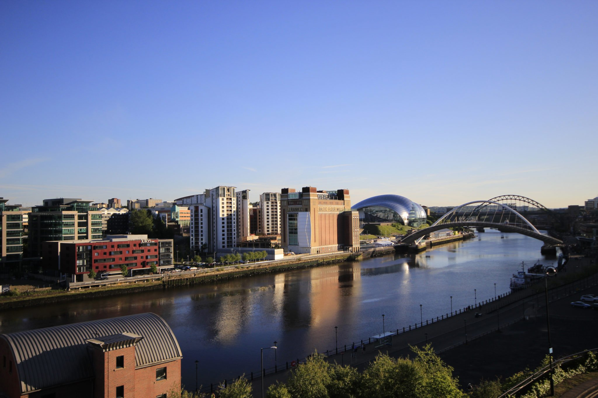 Short-Let-Apartments-Newcastle-UK-available-Now!-Book-Serviced-Accommodation-in-North-England-today-at-cheaper-than-a-Hotel!-Parking,-Wifi,-All-bills-incl!-Urban-Stay