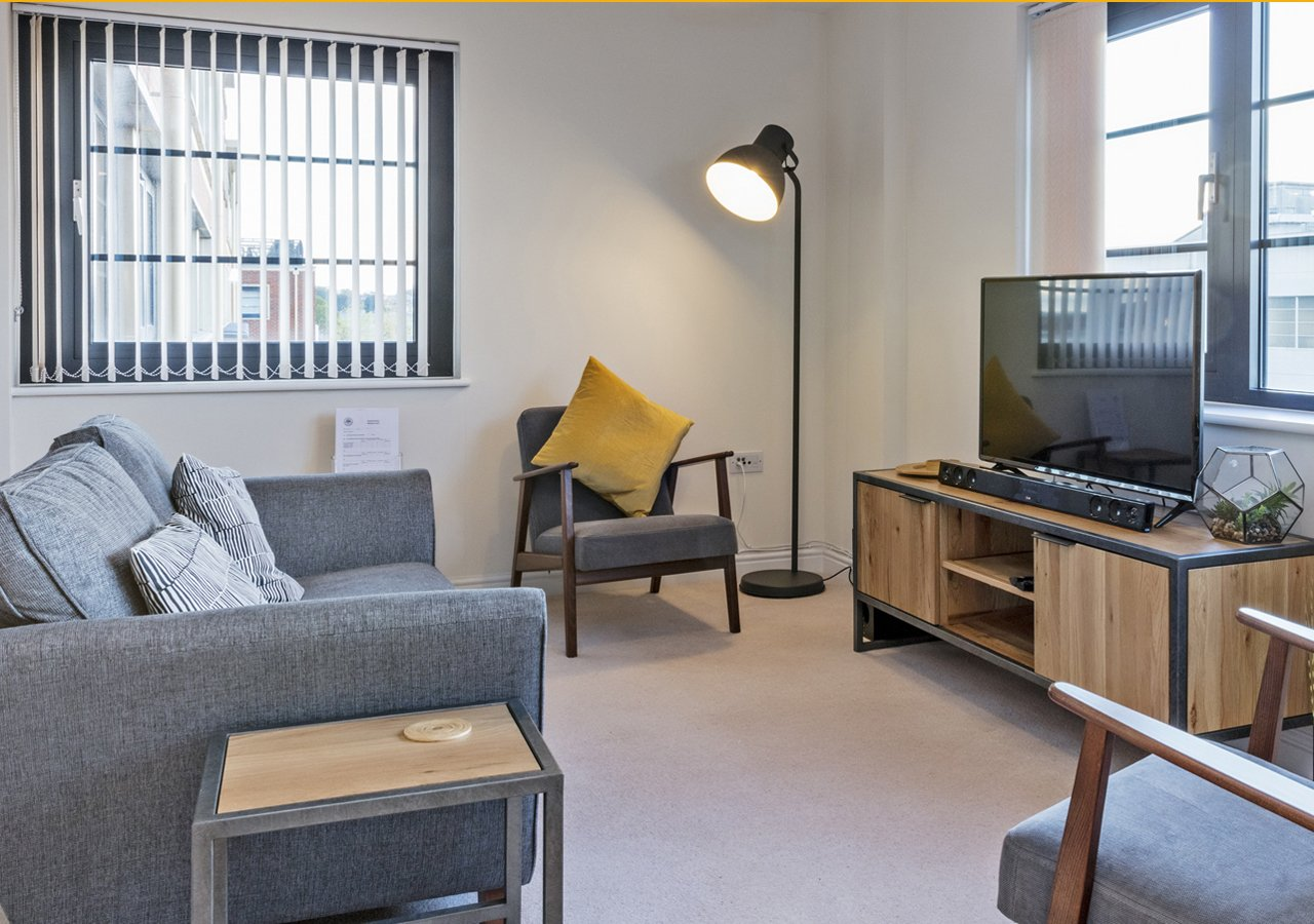 Serviced-Accommodation-in-Farnborough|Short-Let-Apartments-|Free-Wifi-|-Fully-Equipped-Kitchen-&-Free-Parking-|-Book-Today-|-Urban-Stay
