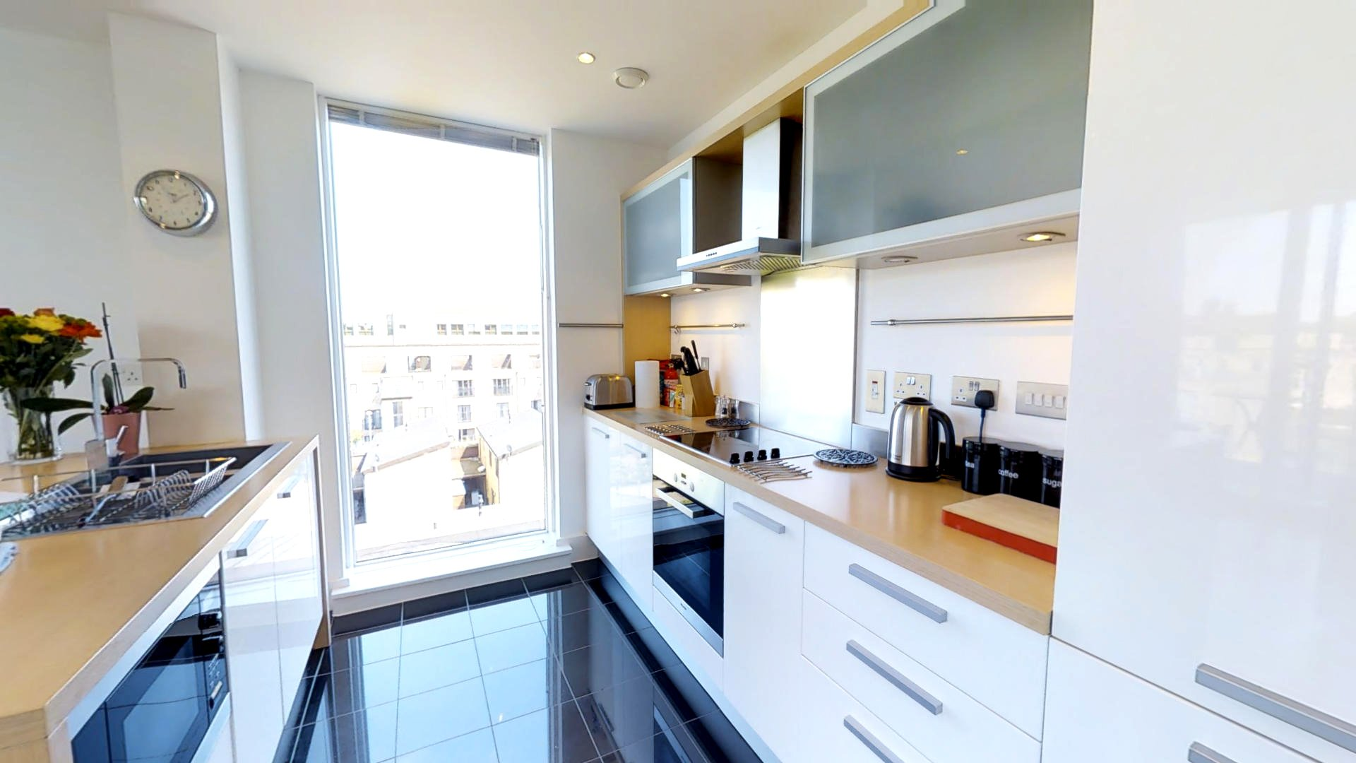 Serviced-Accommodation-Cambridge-available-for-Short-Lets-Now!-Book-Urban-Stay's-Luxury-Penthouse-near-Cambridge-University!-Free-Cleaning,-Wifi-&-Parking!-|-Urban-Stay