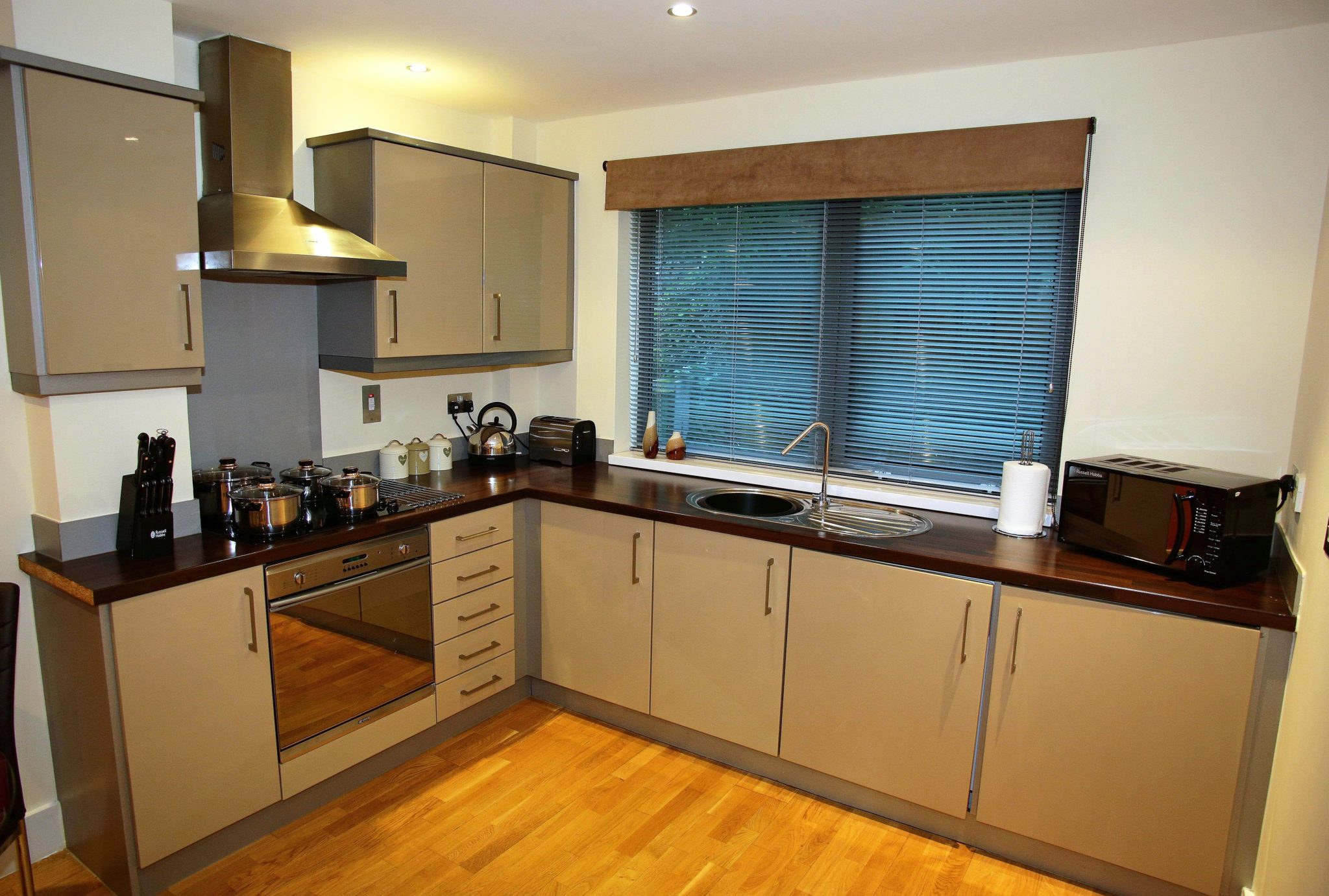 Luxury-Accommodation-Newcastle-UK-available-from-today!-Book-quality-corporate-Serviced-Apartments-in-Central-Newcastle-today!-30%-Cheaper-than-a-Hotel!-Urban-Stay