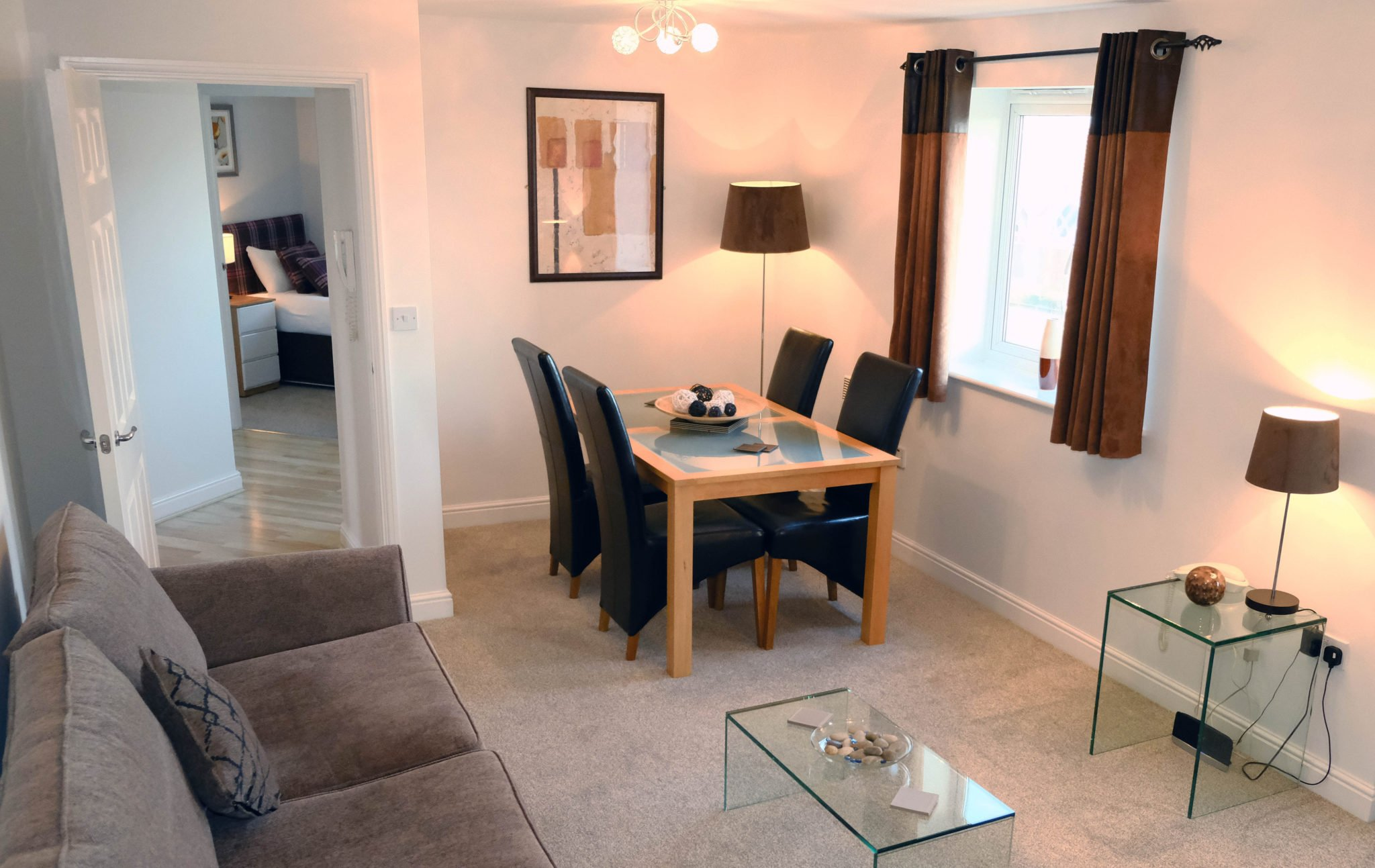 Short Let Accommodation Newcastle UK available Now! Book Serviced Apartments in North England today at cheaper than a Hotel! Parking, Wifi, All bills incl! Urban Stay