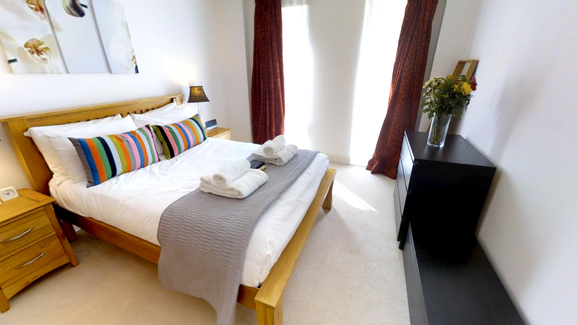 Serviced-Accommodation-Cambridge- -Stylish-Short-let-apartments- -Free-Wifi -24h-reception- -Fully-equipped-kitchen- -0208-6913920 -Urban-Stay