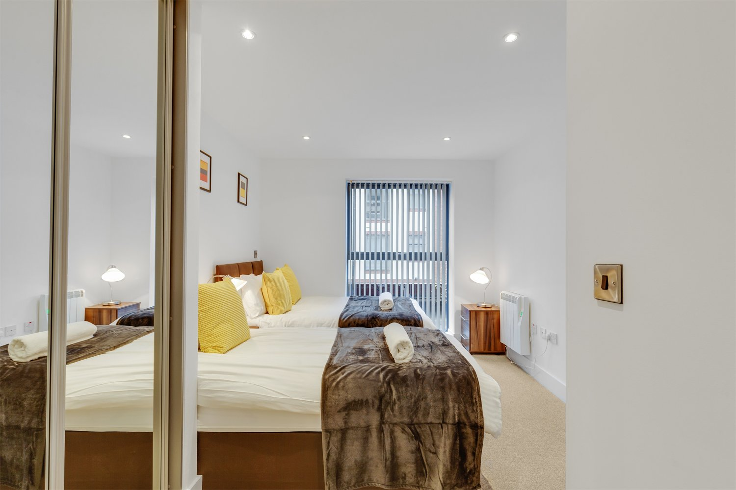 Book-the-Best-Serviced-Apartments-Birmingham-today!-Our-Short-Let-Accommodation-in-Birmingham's-Jewellery-Quarter---Free-Wifi-&-All-Bills-Incl!-30%-Cheaper!-Urban-Stay