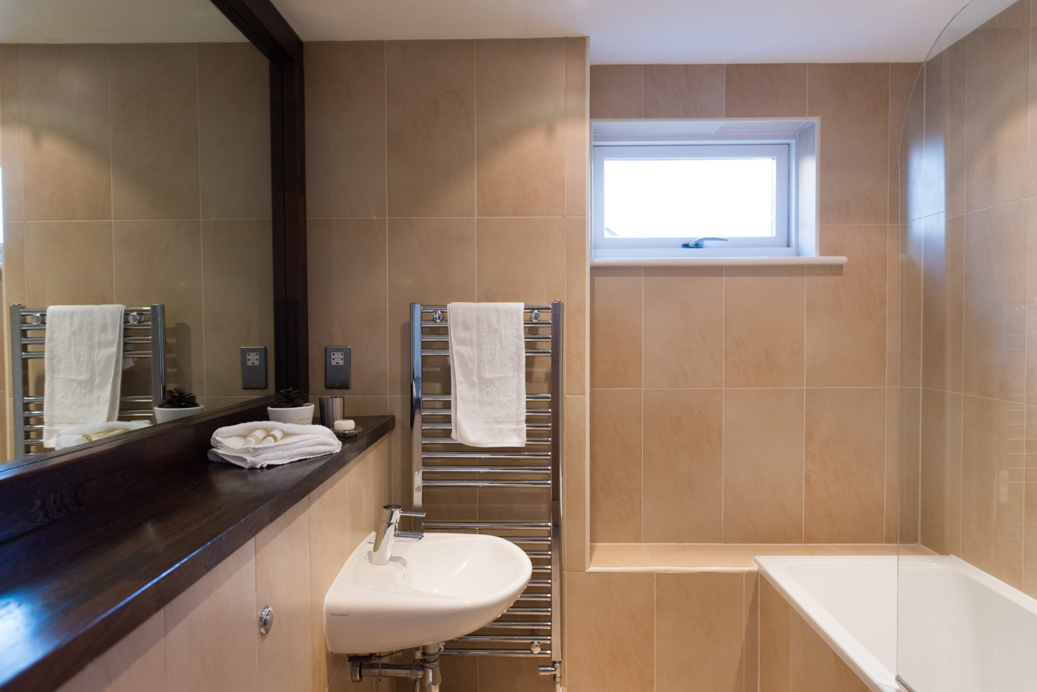 Short-Let-Accommodation-Cambridge-available-from-today!-Book-The-Hamiltons-Serviced-Apartments-in-Cambridgeshire-now-for-Short-Lets-&-Relocation!-Free-Wifi-|-Urban-Stay