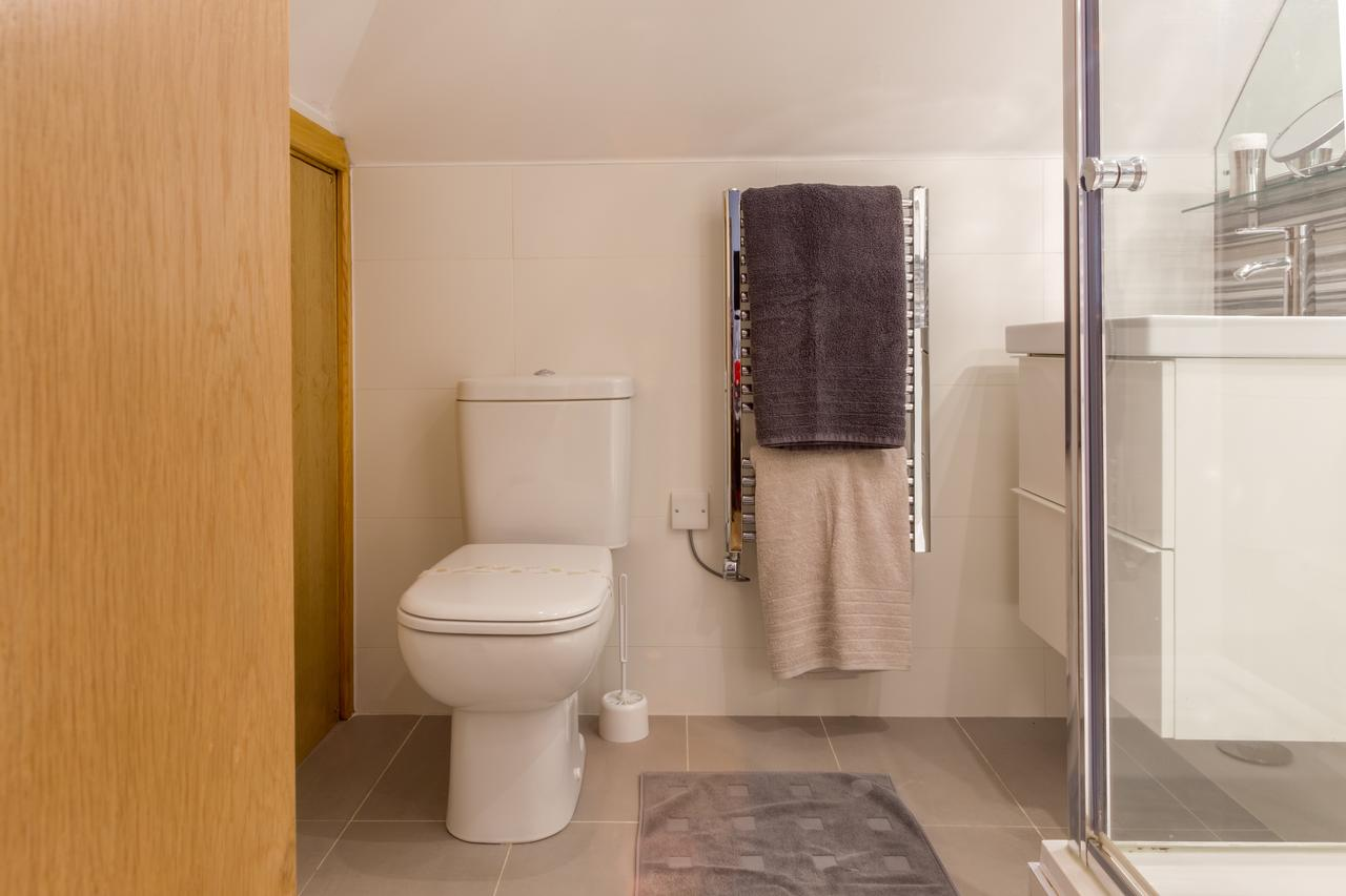 Edwardian-Style-Short-Let-Serviced-Apartments-St-Albans-|-Free-Wifi-&-Parking-|-Fully-Equipped-Kitchen|0208-6913920|-Urban-Stay