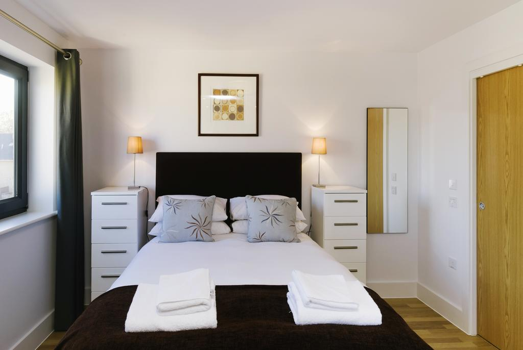 Petersfield-Serviced-Accommodation-Cambridge-available-from-today!-Book-The-Hamiltons-Apartments-in-now-for-Short-Lets-&-Relocation!-Free-Wifi