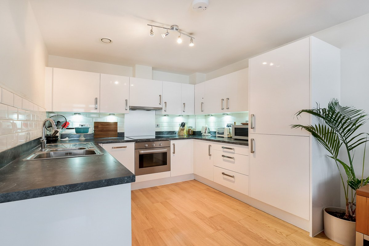 Serviced-Town-House-Angel-Cheap-Short-Lets-in-North-London-|-Free-Wi-Fi-|-Fully-Equipped-Kitchen-|-5-Bedroom-Apartment-|-0208-6913920|-Urban-Stay