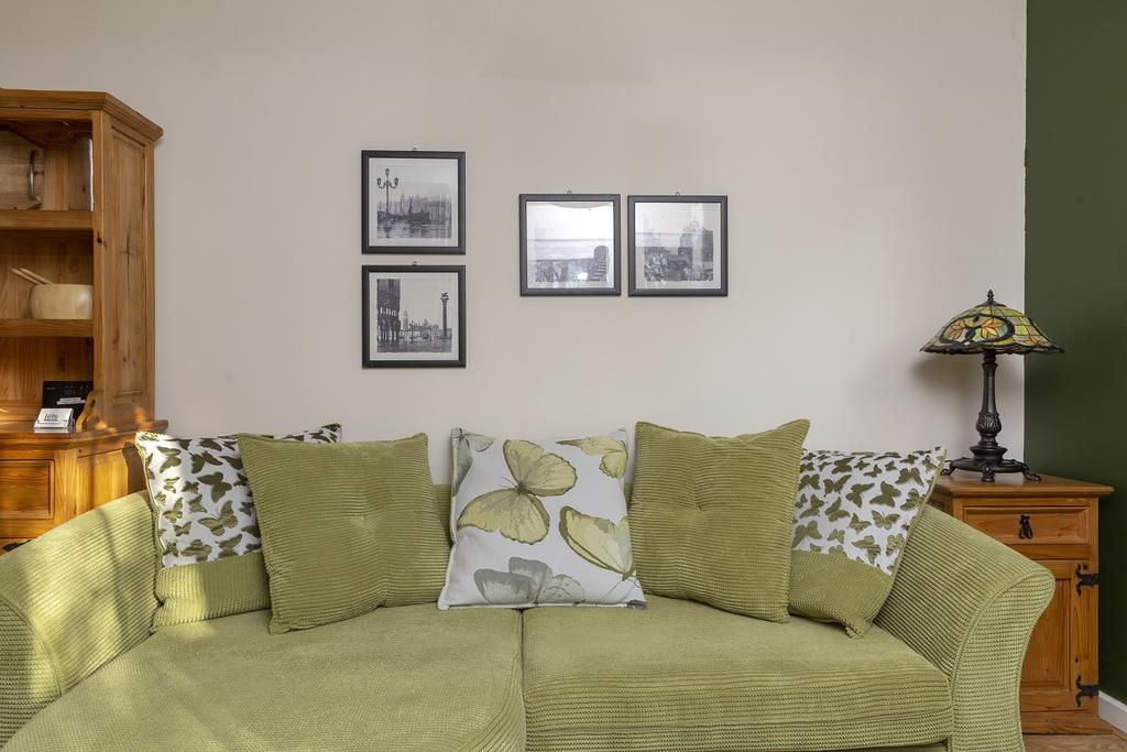 Looking-for-affordable-accommodation-in-Cambridge?-why-not-book-our-Cambridge-Short-Stay-Apartments-at-Beaulands-Close?-call-today-for-great-rates.