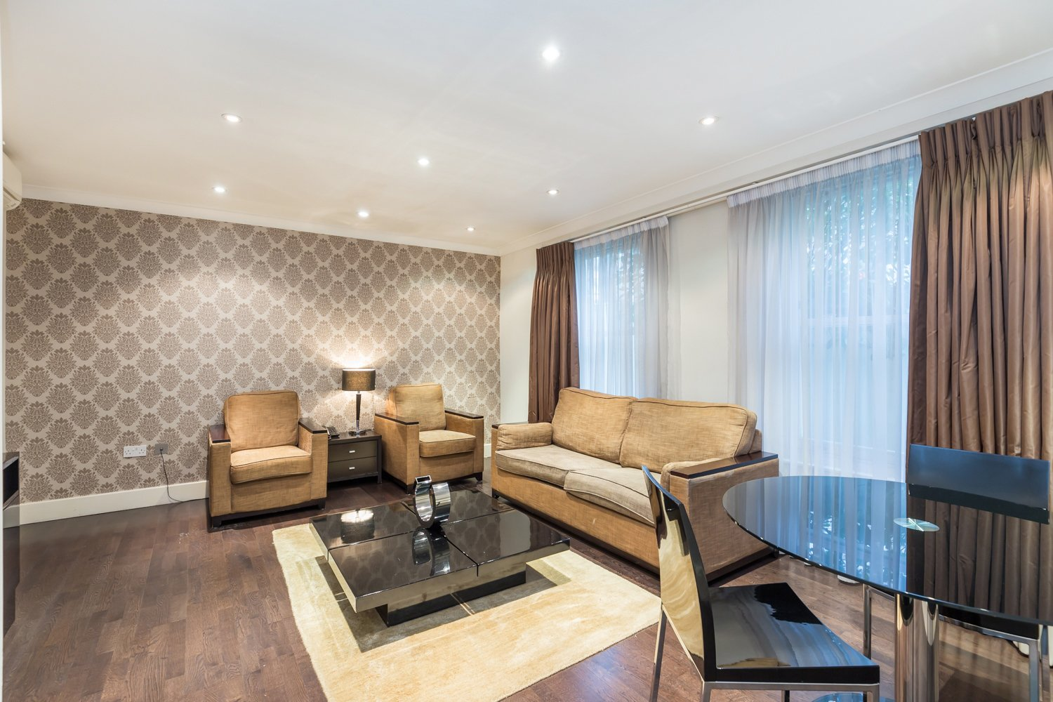 Serviced-Accommodation-Paddington-in-Central-London-|-5-Star-Short-Let-Apartments-near-Hyde-Park-|-Lift,-Aircon,-24h-Reception-|-Urban-Stay