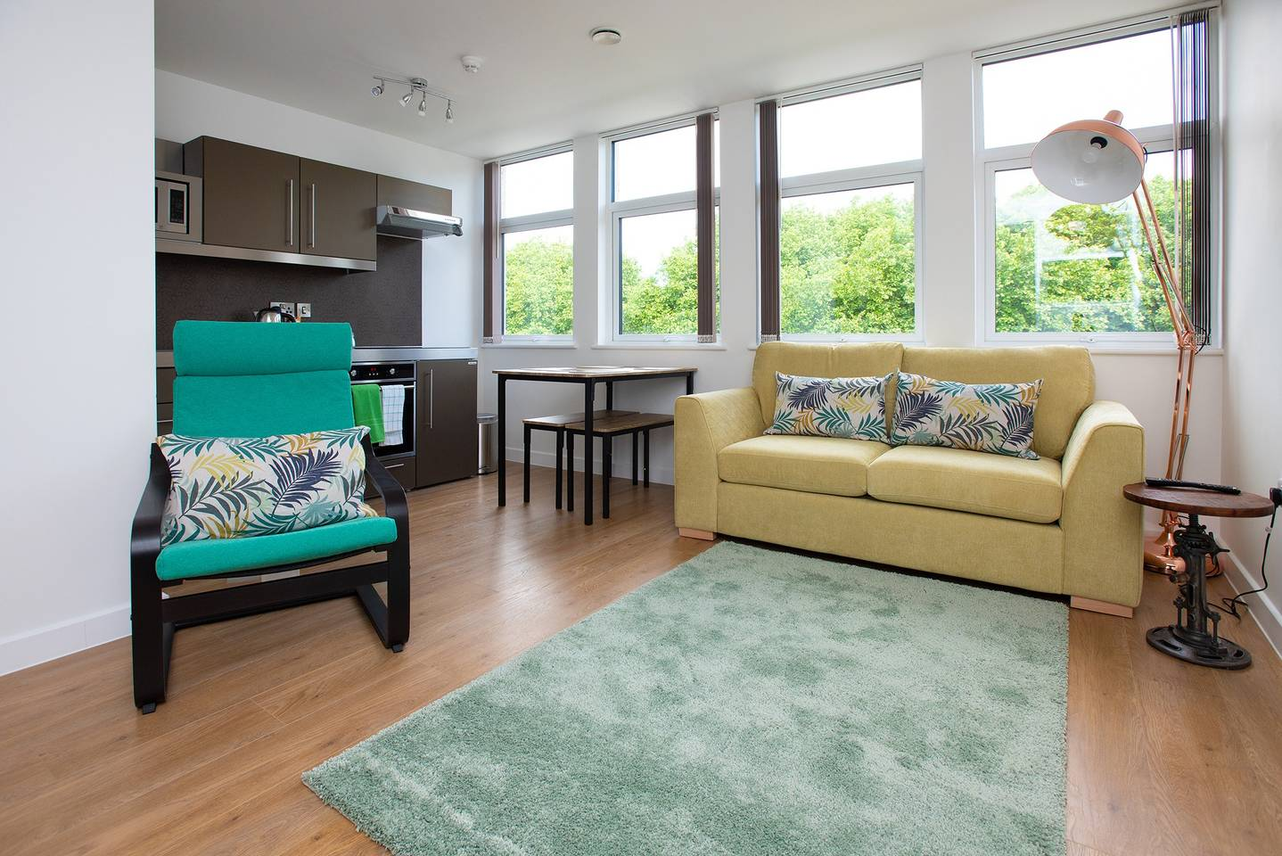 Furnished-Accommodation-Southampton-UK-|-Book-Cheap-Short-Let-Portcullis-House-Apartments-|-Free-Wi-Fi-|-Lift|-Fully-Equipped-Kitchen-|-Urban-Stay